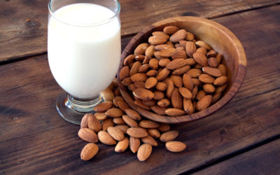 Jak zrobić mleko migdałowe? Przyglądamy się właściwościom mleka roślinnego