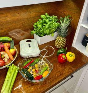 Ozonator pudełkowy Vita-My w kuchni na blacie